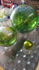 Glass-geisin-bolls-green