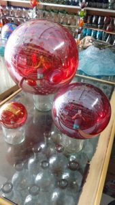 Glass-geisin-bolls-red